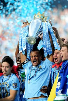 Vincent Kompany lifts the Premier League trophy ( Vince the Prince from Brussels Belgium )