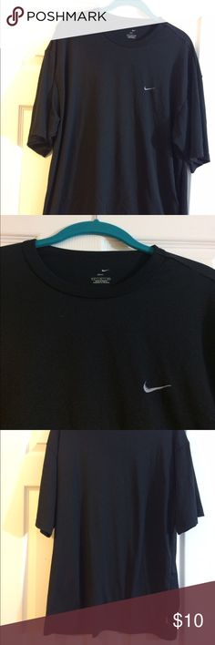 Men's Nike DriFit T-Shirt Size:L This Men's Nike DriFit is in great condition with no holes or stains. T-shirt is plain black design with small Nike swoosh in chest. Size is Large. Nike Shirts Tees - Short Sleeve