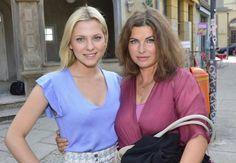"""Gute Stimmung am """"GZSZ""""-Set: Anne Brendler(rechts) kehrt noch einmal zurück zu Serien-Tochter """"Sunny""""."""