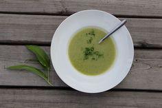 Vždycky se něco najde na zelenou polévku na Zelený čtvrtek. Buď kopřivy, nebo medvědí česnek nebo špenát nebo pampelišky...