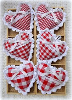 Crochet Lace Little checked hearts with crocheted lace edges. by mona Valentines Day Hearts, Valentine Day Crafts, Christmas Crafts, Valentine Heart, Sewing Crafts, Sewing Projects, Diy And Crafts, Arts And Crafts, Fabric Hearts