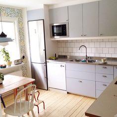 Esteemed solved kitchen design ideas check my site Kitchen Cupboard Doors, Kitchen Cabinets, Kitchen Cabinet Inspiration, Hacks Ikea, Modern Kitchen Interiors, Beautiful Kitchen Designs, Interior Design Living Room, Cool Kitchens, Kitchen Dining