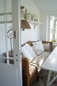 What a gorgeous sense of style. Love the bench, the shelf, the lamp, and maybe most of all the wainscoting. Cottage Living, Cottage Homes, Living Room, Country Decor, Rustic Decor, Country Chic, Entry Nook, Rustic Sofa, Scandinavian Interior Design