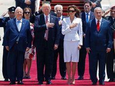 """미국 대통령 도널드 트럼프, 이스라엘 도착…'드문 기회, 평화로 이끌겠다'  Donald Trump arrives in Israel, sparking hope of unconventional peace deal . Israeli Prime Minister Benjamin Netanyahu. #America , #DonaldTrump ,  #Israel ,  #BenjaminNetanyahu ,  = from #Korea  뉴스1 News1 2017.05.23 , 손미혜 기자  취임 첫 해외순방길에 오른 도널드 트럼프 미국 대통령이 22일(현지시간) 이스라엘에 첫발을 내디디며 '중동 화약고' 이스라엘-팔레스타인 지역에 안정을 가져올 드문 기회를 갖게 됐다고 기대감을 표했다. AFP통신에 따르면 트럼프 대통령은 텔아비브 공항에 도착해 """"대통령으로서 첫 해외순방길에 미국-이스라엘 간 깨트릴 수 없는 강력한 유대를 재확인하기 위해 이 신성한 고대 지역을 찾았다""""고 말했다. 트럼프…"""