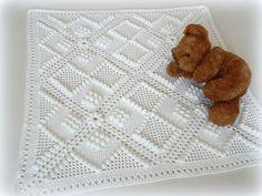 Dětská deka na kočárek ♥ Miminkovská deka na kočárek, do koléby, postýlky, nebo sváteční na křtiny je háčkovaná z měkoučké akrylové příze. Velikost 75x75cm Barva bílá - lehce smetanová. Lze prát v pračce na 30 stupňů.