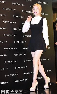 Kpop Girl Groups, Kpop Girls, Kpop Fashion, Korean Fashion, K Pop, Givenchy Beauty, Twice Dahyun, Twice Kpop, Stage Outfits