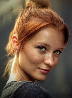 head shot red ginger hair up do. It's got to be golden hour, right? That glow on her skin. with freckles. Beautiful Freckles, Beautiful Red Hair, Gorgeous Redhead, Beautiful Eyes, Beautiful Ladies, Red Hair Woman, Woman Face, Makeup Photography, Portrait Photography