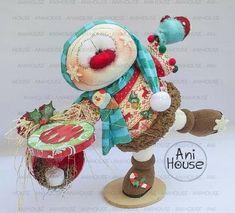 Christmas Themes, Christmas Crafts, Felt Wreath, Handmade Toys, Fun Crafts, Snowman, Projects To Try, Teddy Bear, Clay