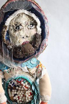 """""""Madame Traversante"""" by Emmanuelle Loison Soft Sculpture, Sculptures, Lion Sculpture, Textiles, Art Textile, Stop Motion, Types Of Art, Fabric Painting, Installation Art"""