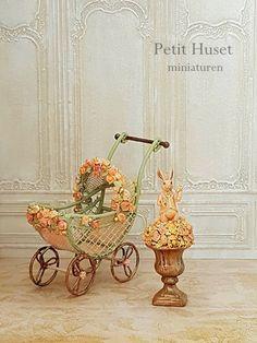 Victorian Kinderwagen Tiny Furniture, Miniature Furniture, Dollhouse Furniture, Miniature Crafts, Miniature Dolls, Diy Crafts Love, Pram Charms, Minis, Baby Tortoise