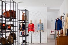 Madrid is a paradise for shopaholics! These are 5 great conceptstores where you'll want to spend a lot of time (and money). Small Furniture, New Movies, Industrial Style, Decorative Items, Design Elements, Madrid, Branding Design, Paradise, Concept