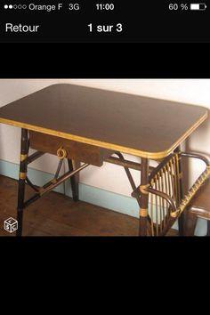 Petit bureau en rotin vintage