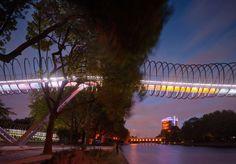 """Schlaich Bergermann Und Partner, Roman Mensing · Pedestrian Bridge """"Slinky Springs to Fame"""""""