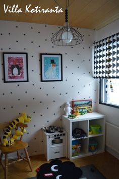 / Ceiling light for children's room with low costs. Bookcase, Shelves, Ceiling Lights, Room, Diy, Home Decor, Bedroom, Shelving, Decoration Home