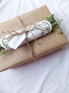 Adorn a gift with snippets from the garden - beautiful ideas in this blog