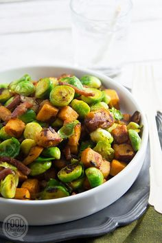 Baked Brussels sprouts, sweet potato and bacon - FoodQuotes - Baked Brussels sprouts, sweet potato Healthy Diet Recipes, Healthy Eating, Cooking Recipes, I Love Food, Good Food, Yummy Food, Superfood, Healthy Diners, Sprouting Sweet Potatoes