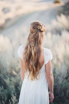 15 Gorgeous Half-Up Half-Down Hairstyles for Your Wedding | Bridal Musings Wedding Blog 10
