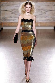 L'Wren Scott Fall 2013 Ready-to-Wear Fashion Show - Yulia Terentieva Runway Fashion, High Fashion, Fashion Show, Fashion Design, London Fashion, Gold Fashion, Couture Fashion, Look Gatsby, L'wren Scott