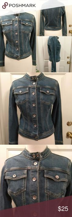 Vintage Calvin Klein Denim Cropped JEAN JACKET Women's Vintage Calvin Klein Jeans Denim Cropped Jacket Size Large 90s LOTS OF BUTTONS!!  ARMPIT - ARMPIT 18'' SLEEVES 24'' LENGTH 20'' SHOULDERS 15''  GREAT CONDITION. NO FLAWS PLEASE VIEW ALL PICS. SMOKEFREE/PETLESS HOME AND SHIPS NEXT DAY Calvin Klein Jeans Jackets & Coats Jean Jackets