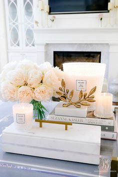 Future Home Interior Beautiful Candle Styling Tips - Randi Garrett Design.Future Home Interior Beautiful Candle Styling Tips - Randi Garrett Design Coffee Table Styling, Decorating Coffee Tables, Coffee Table Candle Decor, Coffee Table Flowers, Coffe Table, Coffee Cake, Home Decor Styles, Home Decor Accessories, Decorative Accessories