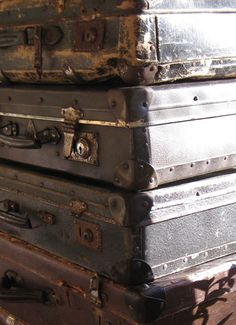 These suitcases have seen a lot Suitcases, Beautiful Homes, Antiques, Interior, Home Decor, Products, House Of Beauty, Antiquities, Antique