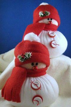 Plump snowmen made of Fleece.NO pattern de. Easy Christmas Crafts, Christmas Sewing, Homemade Christmas, Christmas Snowman, Christmas Projects, Christmas Holidays, Sock Snowman, Snowman Crafts, Snowmen