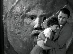 Mouth of True. Gregory Peck and Audrey Hepburn. Gregory Peck was not suppose to have his hand disappear but did to surprise Audrey and she freaked. Gregory Peck, Katharine Hepburn, Cary Grant, Classic Hollywood, Old Hollywood, Hollywood Icons, Hollywood Images, Hollywood Glamour, Audrey Hepburn Pictures