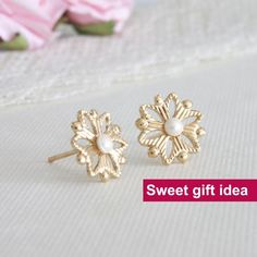 Sweet gift ideas for her, Christmas snowflake #sweetgiftideas #sweetgiftforher #giftideasforher #ideasforher #forher #christmassnowflake #snowflakegift #christmasgift #snowflakesstud #snowflakesearrings #giftunder40 #under40 #presentsforher