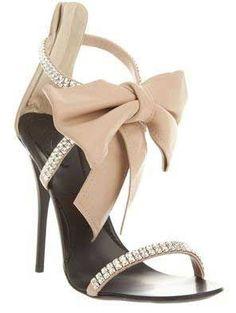 giuseppe-zannoti-crystal-bow-sandals #weddingshoes