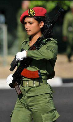 women in uniform Female Hero, Female Soldier, Military Girl, Military Fashion, Mädchen In Uniform, Cuba, Army Hat, Military Women, Military Female