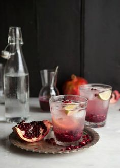 Pomegranate and Ginger Spritzer | drizzleanddip.com