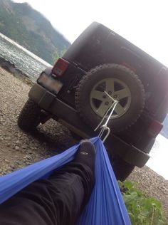 Hook up to a tree and drive till the hammock is tight :p
