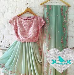 Wedding garden dress receptions 34 new ideas Simple Sarees, Trendy Sarees, Stylish Sarees, Fancy Sarees, Ethnic Sarees, Indian Sarees, Indian Dresses, Indian Outfits, Indian Clothes