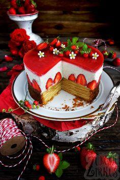 Summery tree cake with strawberries, yoghurt cream & strawberry mirror - tongue circus- Sommerliche Baumkuchentorte mit Erdbeeren, Joghurtsahne & Erdbeerspiegel – Zungenzirkus Summery cake with strawberries, yoghurt cream … - German Chocolate Cheesecake, Chocolate Pastry, Homemade Frosting, Strawberry Cake Recipes, Tree Cakes, Sheet Cake Recipes, Cheesecake Cake, Cupcakes, How Sweet Eats