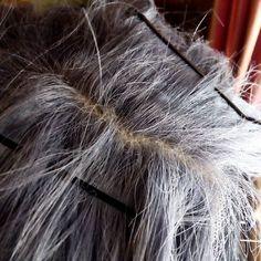 @bertoceseno96 : ecco a voi un metodo semplice e veloce per rendere la vostra parrucca lace front molto più realistica! Basta aggiungere un po' di lattice liquido all' interno della retina trasparente della parrucca e tamponare con un po' di cipria per avere una riga di finto cuoio capelluto!  Hi everyone here you have a very easy and fast way to make you lace front wig look much more realistic ! You just have to add a little bit of liquid latex under the lace so that it will look like a…