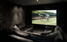 Home theaters hacks 80 Home Theater Design Ideas For Men Masculine Movie Room Retreats gt; 80 Home Theater Design Ideas For Men Masculine Movie Room Home Theater Design Ideas For Men Masculine Movie Room Retrea Home Theatre, Home Cinema Room, At Home Movie Theater, Home Theater Rooms, Home Theater Design, Cinema Room Small, Small Movie Room, Sala Grande, Small Room Design