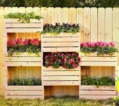 Resultado de imagen para jardin reciclado con cajones