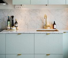 Les poignées de cuisine ne sont plus seulement des accessoires fonctionnels. Aujourd'hui, grâce aux nombreux modèles disponibles, ce sont des atouts déco !