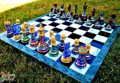 Jogo de xadrez com pintura colorida