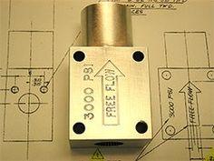 การสลักสัญลักษณ์ต่างๆลงบนวัตถุที่เป็นหน้าเรียบ ด้วยเครื่อง CNC