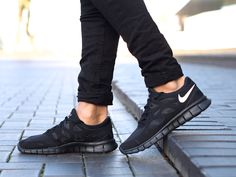 Les Free Run de Marteen : http://www.def-shop.fr/nike-free-run-2-nsw-sneakers-black-white-black.html?refKey=m8czRGxpo?smm=fr.pinterest.post #sneakers #nike #running
