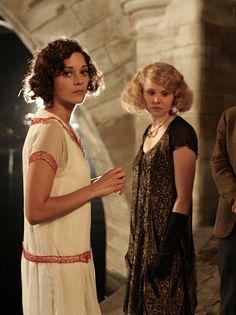 Marion Cotillard as Adriana and Alison Pill as Zelda Fitzgerald in Midnight in Paris (2011).
