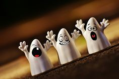 Looking for some Spooky Outdoor Halloween Decorations that will make your house the best on the block? Check out these great Outdoor Halloween Ideas Halloween Puns, Creepy Halloween Decorations, Halloween Ghosts, Halloween 2019, Happy Halloween, Halloween Party, Halloween Images, Halloween Makeup, Halloween Playlist