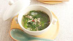 高城 順子さんの春菊を使った「春菊と鶏ひき肉のスープ」のレシピページです。ひき肉のうまみで、だしいらずのスープ。赤とうがらしとナムプラーを効かせた、エスニック味。 材料: 春菊、鶏ひき肉、ねぎ、赤とうがらし、かたくり粉、サラダ油、ナムプラー Recipes, Recipies, Ripped Recipes, Cooking Recipes, Medical Prescription, Recipe