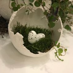 Dear 12 Easter is soon # 2 – or – The giant egg – Paula – # Easter … - Ostern Ideen Easter Table Decorations, Decoration Table, Diy And Crafts, Crafts For Kids, Christmas Home, Christmas Ornaments, Diy Ostern, Sculpture Projects, Deco Floral