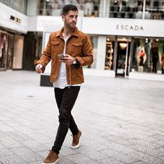 Show your style // mens fashion // urban men // city boys // city life // watches // mens accessories // stylish men // Men Looks, Mens Style Looks, Men's Style, Style Blog, Mens Style Guide, Men Style Tips, Brown Jacket Outfit, Mens Brown Jacket, Leather Jacket