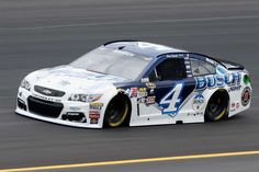 Kevin Harvick No. Stewart-Haas Racing Chevrolet at the 2016 Quaker State 400 Presented by Advance Auto Parts. Nascar Crash, Nascar Race Cars, Nascar Sprint Cup, Racing Car Design, Nascar Diecast, Kevin Harvick, Vintage Race Car, Lineup, Chevrolet