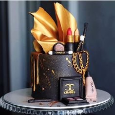 Makeup Birthday Cakes, 14th Birthday Cakes, Elegant Birthday Cakes, Beautiful Birthday Cakes, Gold Birthday Cake, Birthday Cakes For Women, Birthday Cake Toppers, Make Up Torte, Make Up Cake
