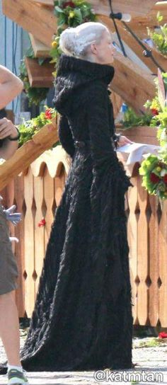 Jennifer Morrison on set lookin like Tilda Swinton as the Black Witch haha (July 17, 2015)