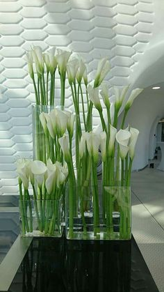 Pin by Janet Duldulao on Weddings in 2019 Calla Lily Centerpieces, Wedding Centerpieces, Wedding Decorations, Calla Lillies Wedding, Wedding Flowers, Calla Lilies, Hotel Flower Arrangements, Hotel Flowers, Deco Floral
